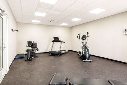 Fitness center | Quality Inn And Suites