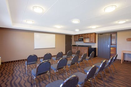 Meeting Room | AmericInn by Wyndham Albert Lea