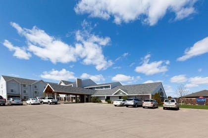 Exterior | AmericInn by Wyndham Valley City - Conference Center
