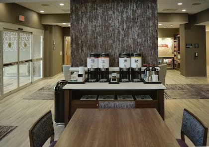 Restaurant | Hampton Inn & Suites Philadelphia/Media