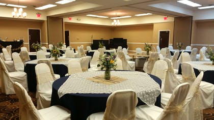 San Angleo Event Space With Round Seating | Red Lion Hotel San Angelo
