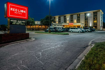 Front Exterior | Red Lion Hotel San Angelo