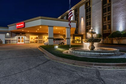 Twilight Exterior | Red Lion Hotel San Angelo