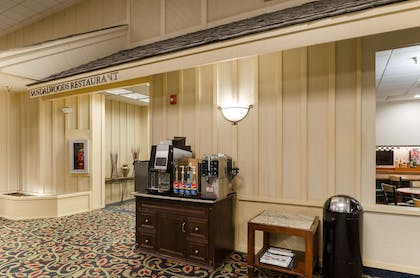Lobby | Red Lion Hotel & Conference Cheyenne
