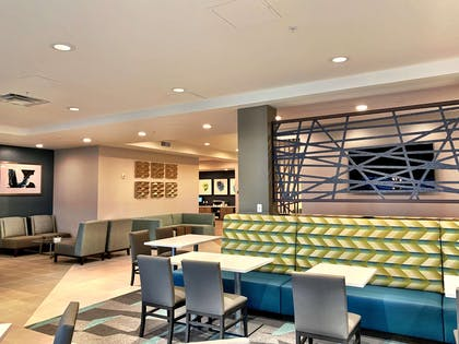 Breakfast Dining Area | Best Western Premier Hotel at Fisher's Landing