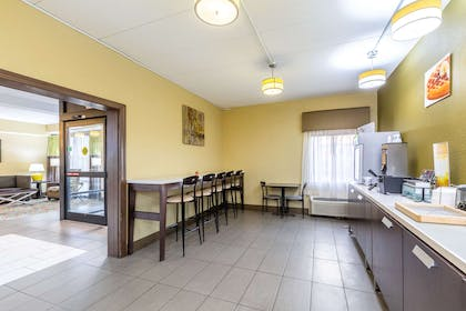 Breakfast area | Quality Inn & Suites Southport