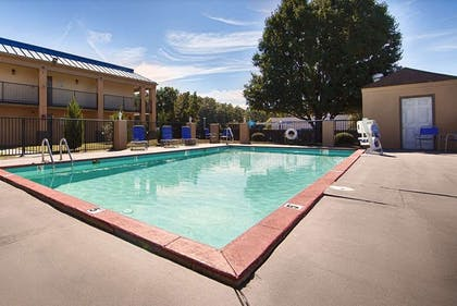 Pool | Days Inn Little Rock South