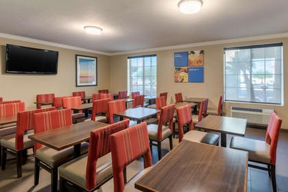 Enjoy breakfast in this seating area   Mainstay Suites El Centro I-8