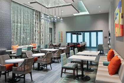 Restaurant | Hampton Inn & Suites Atlanta Buckhead Place