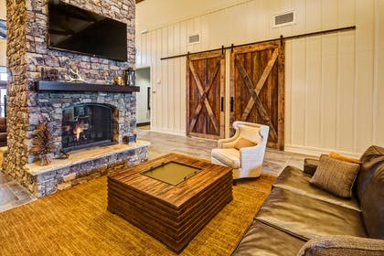 Lobby | Black Fox Lodge Pigeon Forge, Tapestry Collection by Hilton