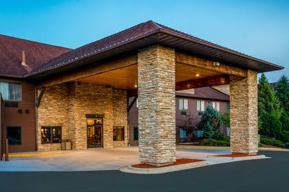 Hotel exterior | Riverview Inn & Suites, an Ascend Hotel Collection Member