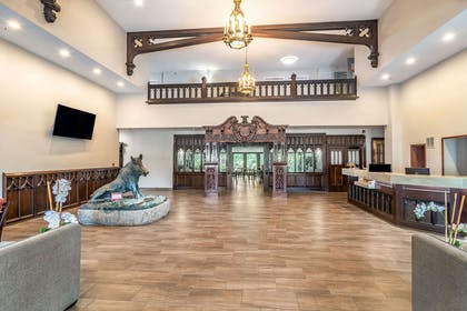 Hotel lobby | Riverview Inn & Suites, an Ascend Hotel Collection Member