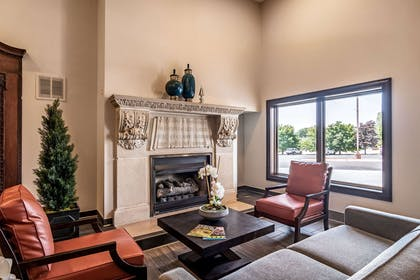 Lobby with sitting area | Riverview Inn & Suites, an Ascend Hotel Collection Member