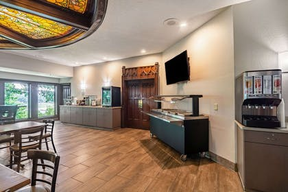 Breakfast area | Riverview Inn & Suites, an Ascend Hotel Collection Member