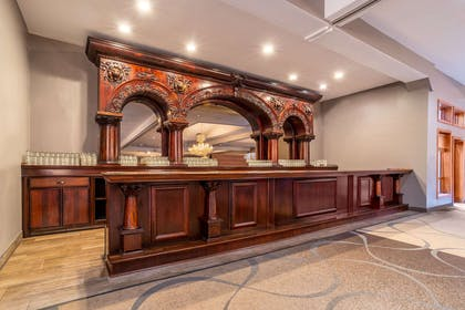 Hotel bar | Riverview Inn & Suites, an Ascend Hotel Collection Member