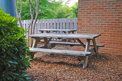 Picnic Area | Extended Stay America - Montgomery - Carmichael Rd.