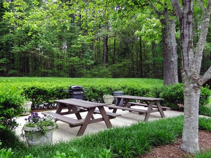 Picnic Area | Extended Stay America - Raleigh-Research Triangle Park-Hwy54