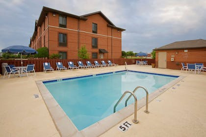 Swimming Pool   Extended Stay America - Macon - North