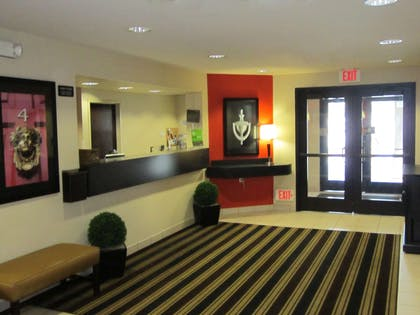 Lobby and Guest Check-in | Extended Stay America Orange County - Huntington Beach