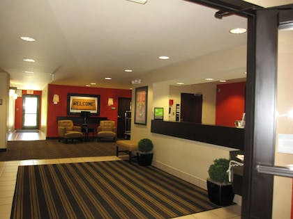 Lobby and Guest Check-in   Extended Stay America Los Angeles - Valencia