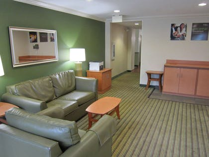 Lobby and Guest Check-in | Extended Stay America Fort Lauderdale - Cypress Crk -6th Way