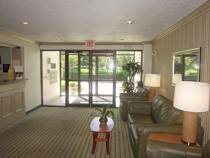 Lobby and Guest Check-in | Extended Stay America - Jacksonville - Lenoir Avenue South