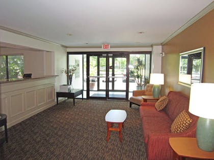 Lobby and Guest Check-in | Extended Stay America - Tampa - Airport - Memorial Hwy.
