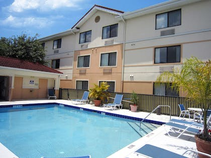 Swimming Pool | Extended Stay America - Tampa - Airport - Memorial Hwy.