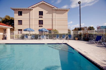 Swimming Pool | Extended Stay America - Richmond - W Broad St-Glenside-North