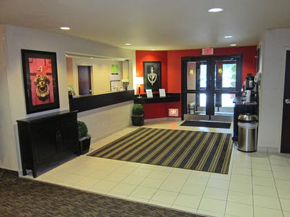 Lobby and Guest Check-in | Extended Stay America - Orlando - Maitland -1760 Pembrook Dr