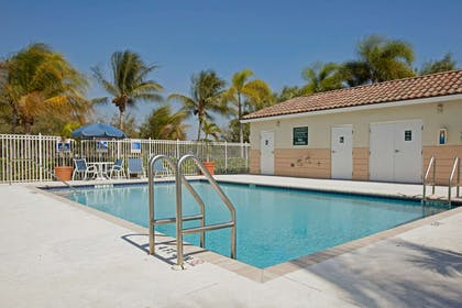 Swimming Pool | Extended Stay America Fort Lauderdale - Plantation