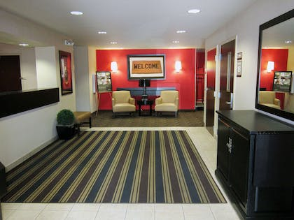 Lobby and Guest Check-in | Extended Stay America - Tampa - Airport - Spruce Street