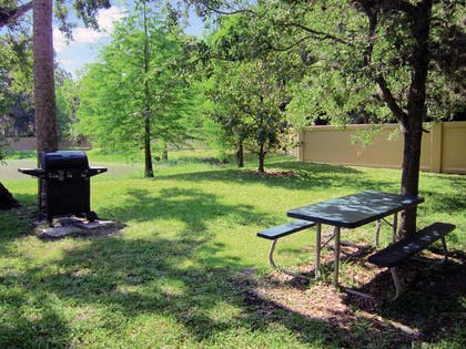 Picnic Area | Extended Stay America - Tampa - Airport - Spruce Street