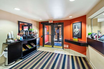 Lobby and Guest Check-in | Extended Stay America Washington, D.C. - Springfield