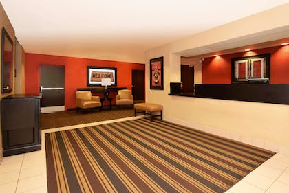 Lobby and Guest Check-in | Extended Stay America - Washington DC - Germantown-Milestone