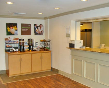 Lobby and Guest Check-in | Extended Stay America Philadelphia Mt Laurel - Pacilli Place