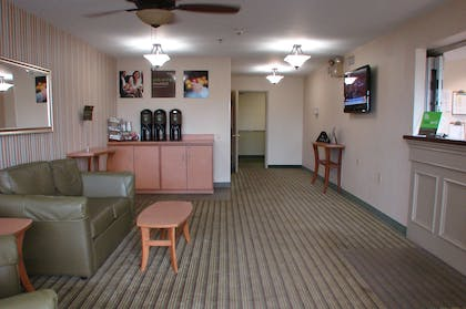 Lobby and Guest Check-in | Extended Stay America Pittsburgh - Airport