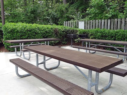Picnic Area   Extended Stay America Los Angeles - Torrance Harbor Gateway