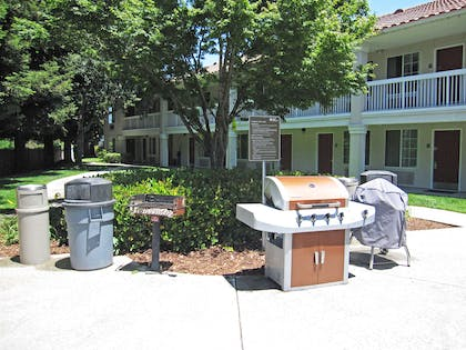 Picnic Area | Extended Stay America San Jose - Mountain View