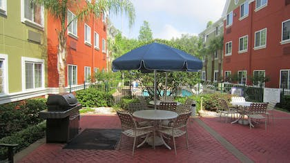 Picnic Area | Extended Stay America -Orlando-Lake Mary-1040 Greenwood Blvd