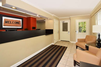 Lobby and Guest Check-in | Extended Stay America Boca Raton - Commerce