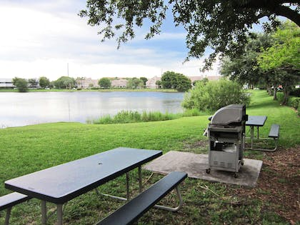 Picnic Area | Extended Stay America Boca Raton - Commerce