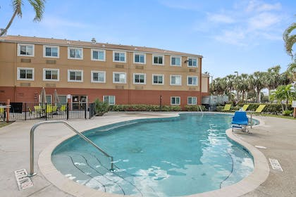 Swimming Pool | Extended Stay America - Miami - Airport - Miami Springs
