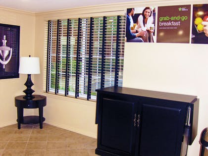 Lobby and Guest Check-in | Extended Stay America - Atlanta - Marietta - Powers Ferry Rd