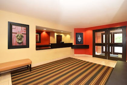 Lobby and Guest Check-in | Extended Stay America - Chicago - Lombard - Oakbrook
