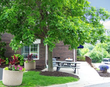 Picnic Area | Extended Stay America-Minneapolis-Eden Prairie-Technology Dr