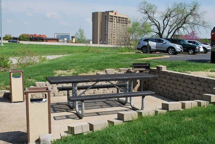 Picnic Area | Extended Stay America - St. Louis - Westport - Central