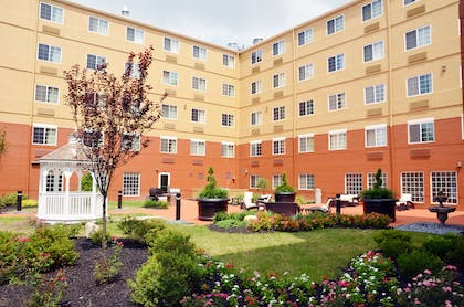 Picnic Area | Extended Stay America - Secaucus - New York City Area