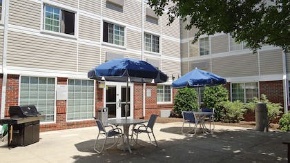 Picnic Area | Extended Stay America - Raleigh - Northeast