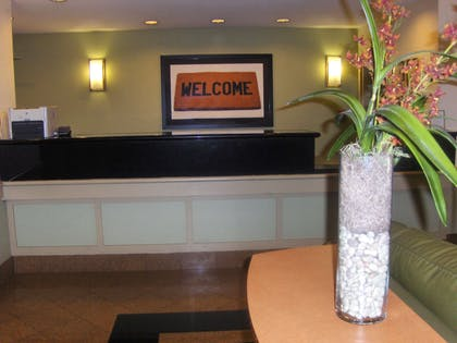 Lobby and Guest Check-in | Extended Stay America - Atlanta-Marietta-Interstate N. Pkwy